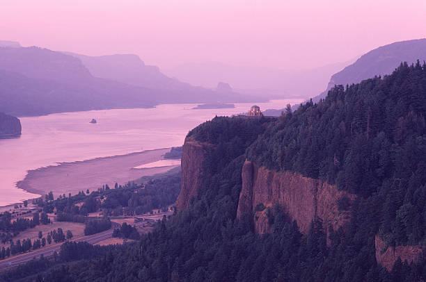 Evening light, Crown Point, Columbia River Gorge.:スマホ壁紙(壁紙.com)