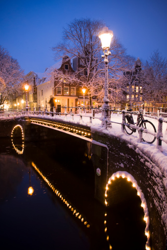Amsterdam「Evening light on the snow covered streets and canals of Amsterdam, the Netherlands.」:スマホ壁紙(8)