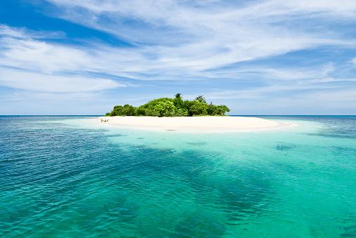 Beach「Lonely tropical island in the Caribbean」:スマホ壁紙(18)