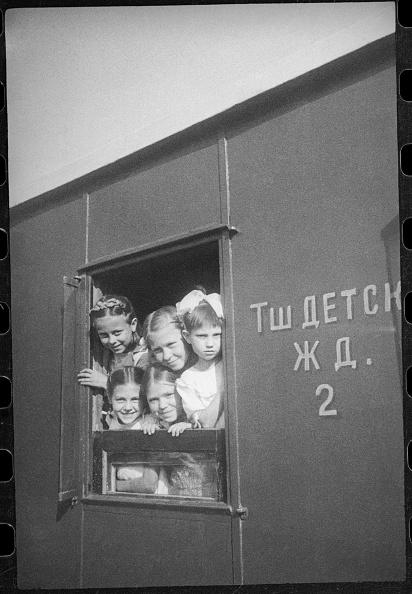 Tashkent「Children In Carriage Of Children's Railway」:写真・画像(16)[壁紙.com]