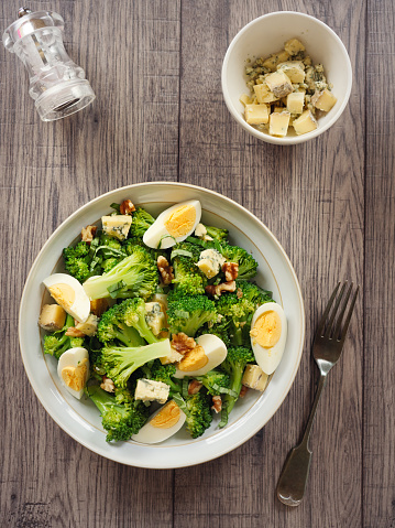 Salad「Broccoli and eggs salad with blue cheese and walnuts」:スマホ壁紙(11)