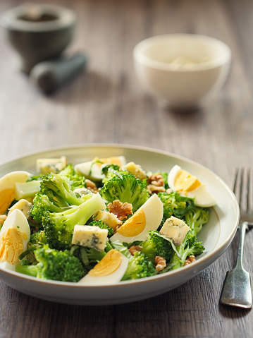 Vinaigrette Dressing「Broccoli and eggs salad with blue cheese and walnuts」:スマホ壁紙(1)