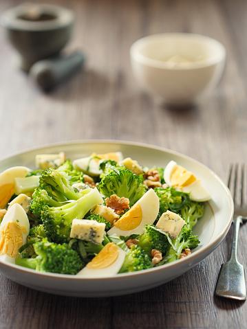 胡桃「ブルーチーズとクルミのブロッコリーと卵のサラダ」:スマホ壁紙(3)