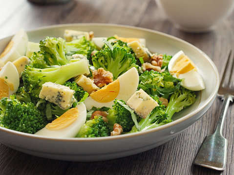 Salad「Broccoli and eggs salad with blue cheese and walnuts」:スマホ壁紙(8)