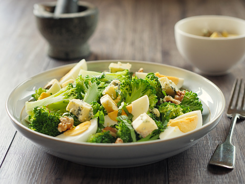 Walnut「Broccoli and eggs salad with blue cheese and walnuts」:スマホ壁紙(10)
