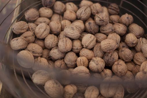 Walnut「Organic walnuts at a farmers' market」:スマホ壁紙(13)