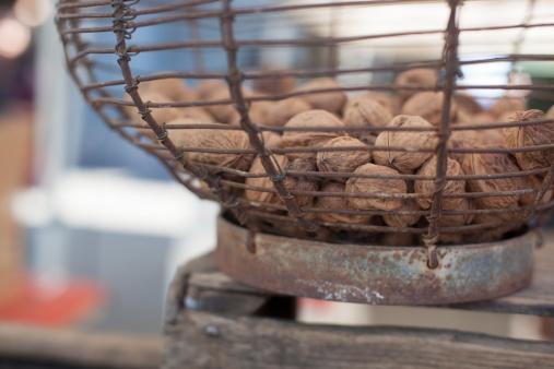 Walnut「Organic walnuts at a farmers' market」:スマホ壁紙(14)