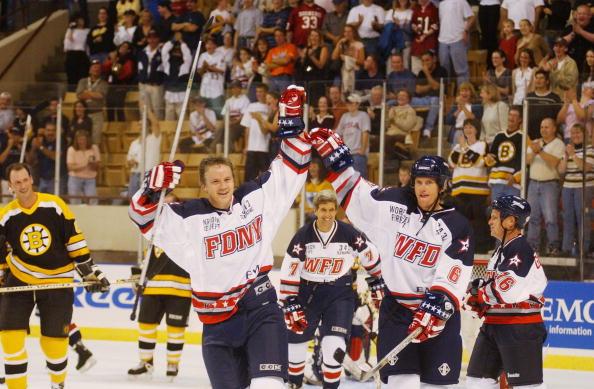 Jodi Hilton「Celebrities Attend Hockey Benefit」:写真・画像(4)[壁紙.com]