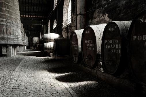 ブランデー「旧ポートワインのセラー」:スマホ壁紙(19)