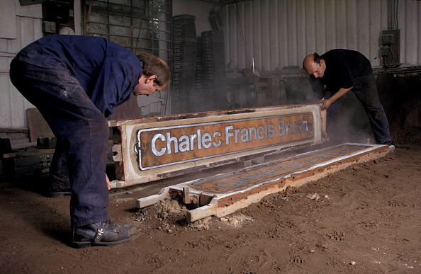 Nameplate「Removing a newly cast locomotive nameplate from the mould. C1993」:写真・画像(18)[壁紙.com]