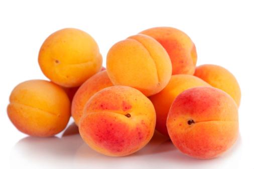 Apricot「Apricots on white background」:スマホ壁紙(10)