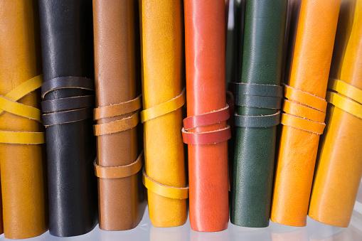 Animal Skin「Leather book bindings, Florence, Italy」:スマホ壁紙(9)