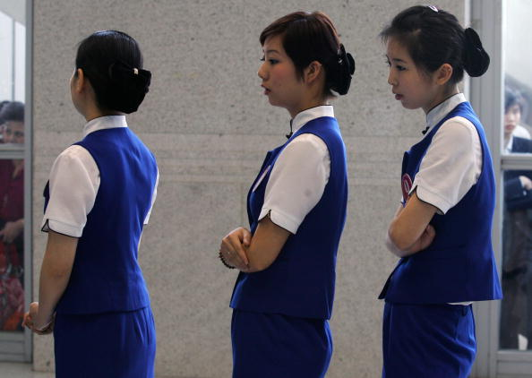 In A Row「China Eastern Airlines Recruits Stewardesses In Wuhan」:写真・画像(0)[壁紙.com]