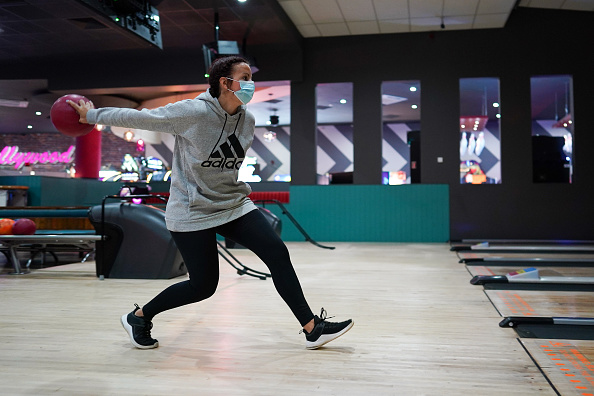 Threading「Brits Return To The Lanes As Bowling Alleys Reopen」:写真・画像(19)[壁紙.com]