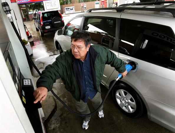 Refueling「Average U.S. Gas Prices Drop 25 Cents」:写真・画像(19)[壁紙.com]