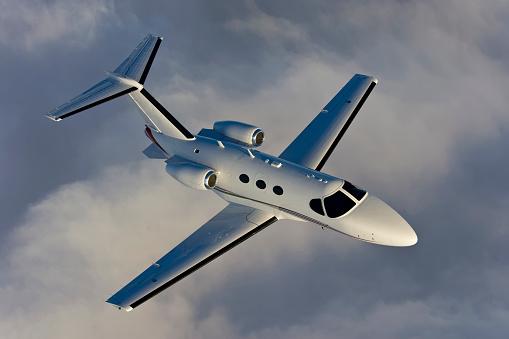 Passenger「A Corporate Jet Air To Air Shot from above.」:スマホ壁紙(12)