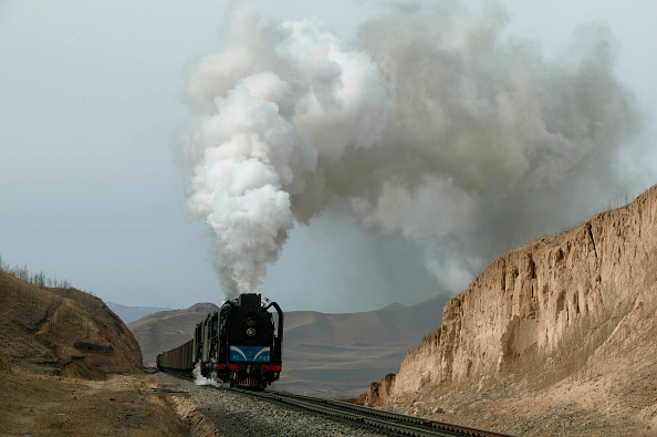 Extreme Terrain「A Daban to Holoku freight passes the distance signal for Shangdian and prepares to enter the summit tunnel.」:写真・画像(15)[壁紙.com]
