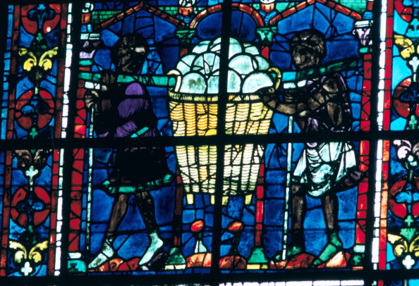 Loaf of Bread「The Bakers, stained glass, Chartres Cathedral, France, 1194-1260.」:写真・画像(12)[壁紙.com]