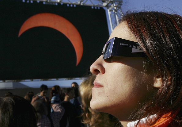 Annular Solar Eclipse「Partial Eclipse Casts Shadow Over Europe」:写真・画像(3)[壁紙.com]