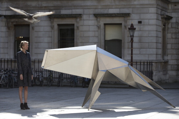 Royal Academy of Arts「Lynn Chadwick Sculpture Unveiled In The Royal Academy Of Arts Courtyard」:写真・画像(13)[壁紙.com]