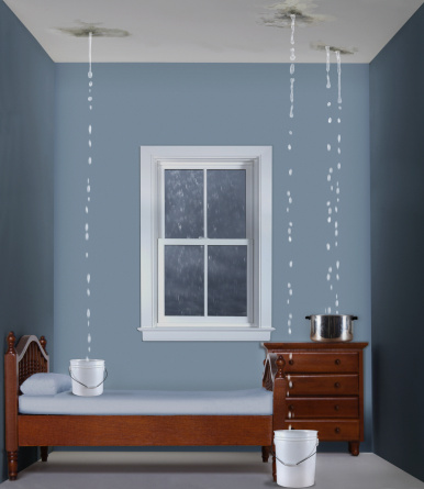 Bucket「Toy bedroom with water dripping from ceiling」:スマホ壁紙(5)