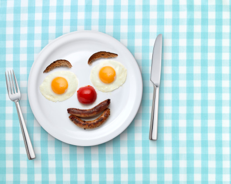 笑顔「Smiling plate of breakfast on a tablecloth」:スマホ壁紙(5)