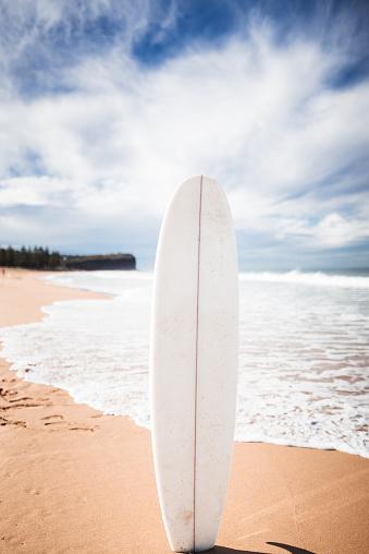 アメリカ合州国「オーストラリアのサーフボードに立って」:スマホ壁紙(6)