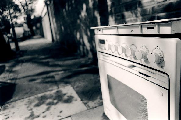 Footpath「Cooker dumped in the street.」:写真・画像(11)[壁紙.com]