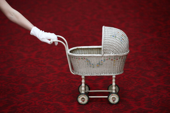 Baby Carriage「Queen Elizabeth II Childhood Toys Go On Display」:写真・画像(0)[壁紙.com]
