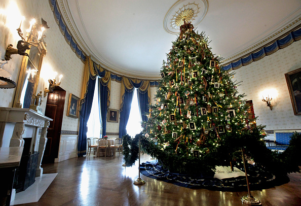 Christmas「Michelle Obama Welcomes Military Families To White House To View Holiday Decorations」:写真・画像(18)[壁紙.com]