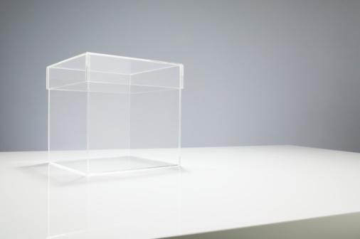 Transparent「Empty box on table」:スマホ壁紙(6)