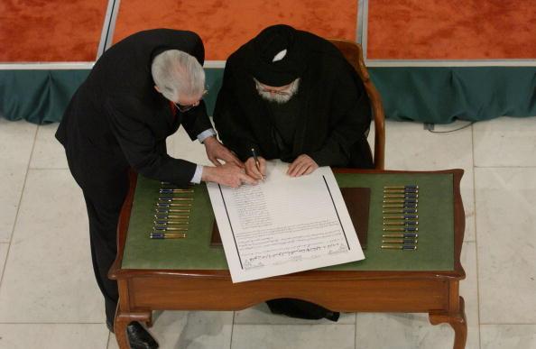 Iraqi Governing council「Iraqi Council Signs Interim Constitution」:写真・画像(0)[壁紙.com]