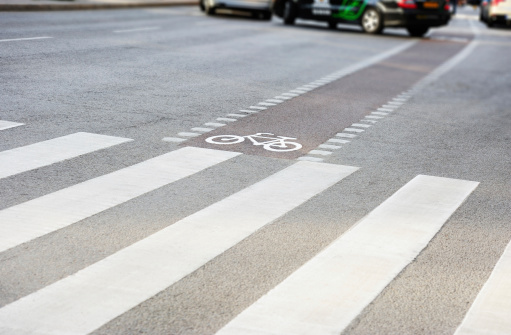 Bicycle Lane「Bike lane and zebra crossing in traffic」:スマホ壁紙(4)