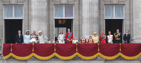 バルコニー「Royal Wedding - The Newlyweds Greet Wellwishers From The Buckingham Palace Balcony」:写真・画像(13)[壁紙.com]
