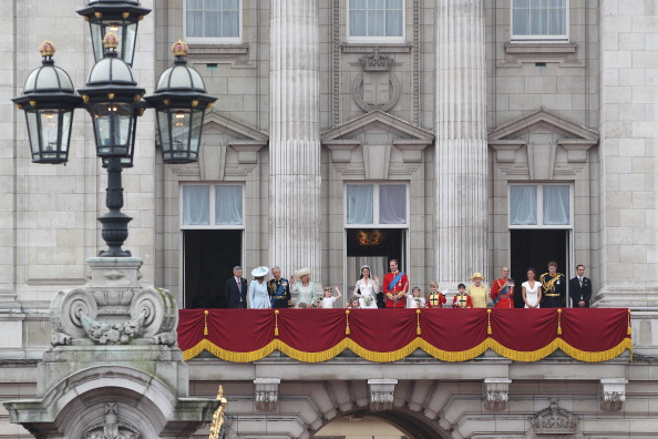 Master William Lowther-Pinkerton「Royal Wedding - The Newlyweds Greet Wellwishers From The Buckingham Palace Balcony」:写真・画像(13)[壁紙.com]