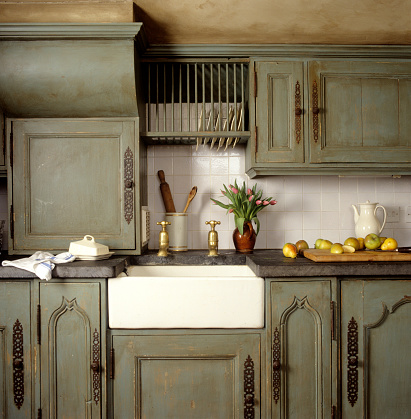 Kitchen Counter「Cotswold townhouse with antique continental furnishings」:スマホ壁紙(1)