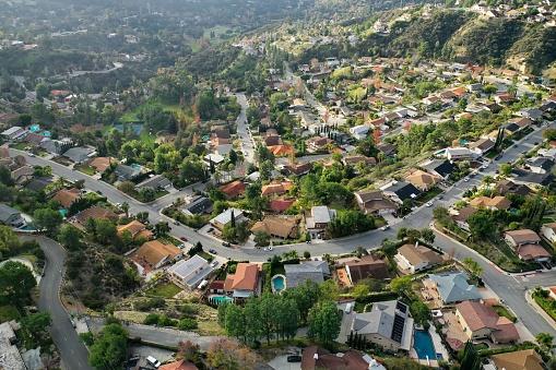 Conformity「Birds Eye View of Southern California Suburban Sprawl - Drone Photo」:スマホ壁紙(3)