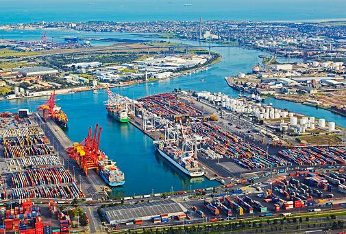 Melbourne Docklands「Birds eye view of industrial dockland area of Melbourne's Coode Island」:スマホ壁紙(10)