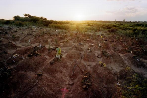 Horizon「Chunga cemetery, Lusaka, Zambia. 2002」:写真・画像(11)[壁紙.com]
