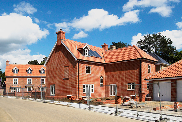 New「New homes under construction with solar central heating system, Ipswich, Suffolk, UK」:写真・画像(2)[壁紙.com]