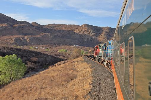 Railway「The Chepe train from Chihuaha to Los Mochas winds its way westward.」:スマホ壁紙(13)