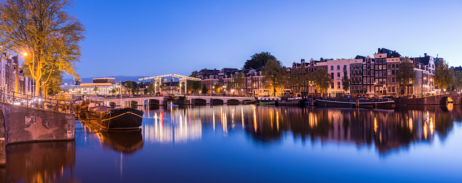 Amsterdam「Skinny Bridge in Amsterdam at twilight, Holland」:スマホ壁紙(9)