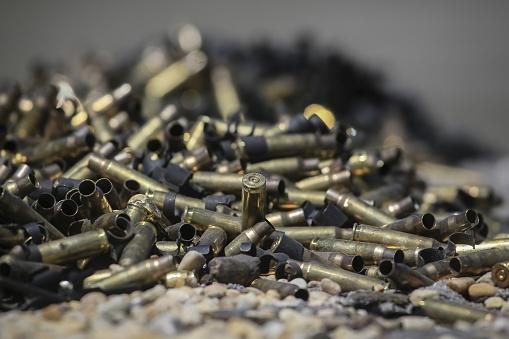 Machine Gun「Spent Bullets and Ammunition in Pile」:スマホ壁紙(12)