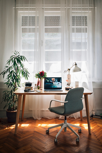 Vertical「Working from Home: an Improvised Home Office of a Businesswoman, Laptop on the Desk」:スマホ壁紙(9)