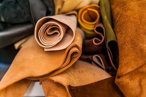 Art And Craft「Leather storage in saddlery」:スマホ壁紙(5)