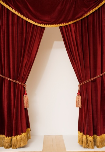 エンタメ総合「Screen behind open stage curtains」:スマホ壁紙(12)