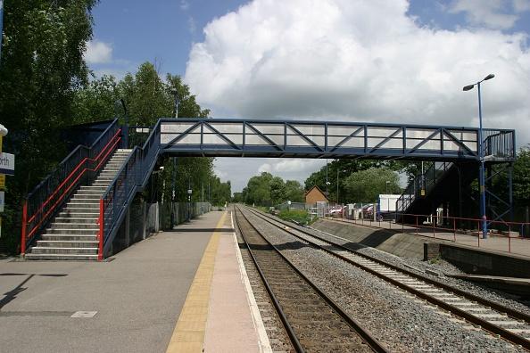 Footbridge「The footbridge at Lapworth station」:写真・画像(17)[壁紙.com]