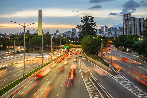 Avenue「Sao Paulo urban highway at twilight」:スマホ壁紙(0)