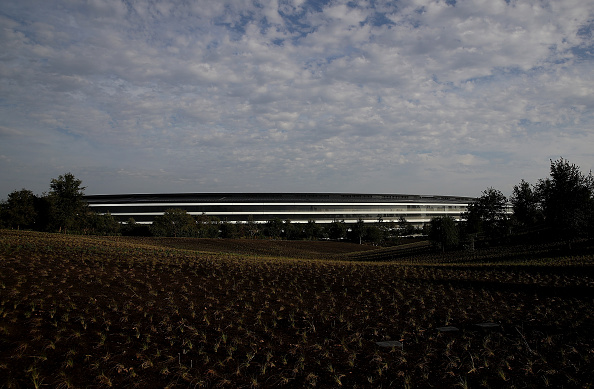 Cupertino「Apple Holds Product Launch Event At New Campus In Cupertino」:写真・画像(2)[壁紙.com]