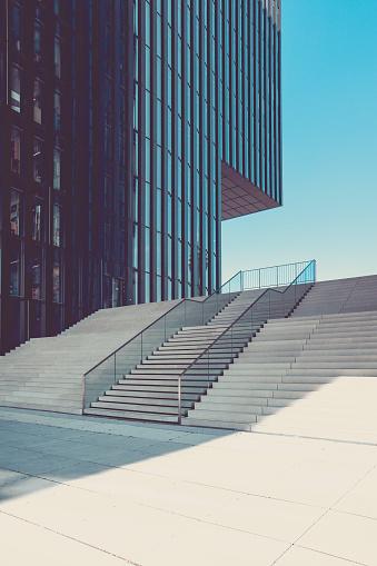 Politics「modern staircase in urban surrounding, media harbor duesseldorf, germany」:スマホ壁紙(11)